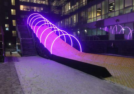 Уличная горка со световыми арками