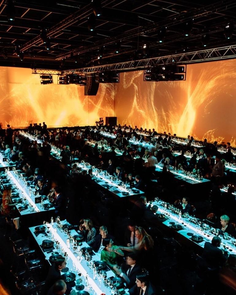 Производство 25 столов для гала-ужина, посвящённого двадцатипятилетию компании SIMPLE